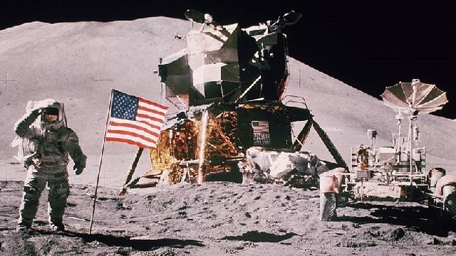Moon is tectonically active, Apollo-era instruments reveal
