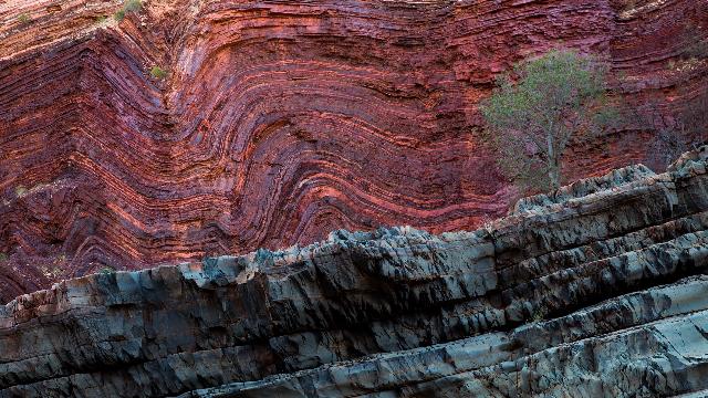 Earliest life found in ancient Aussie rocks