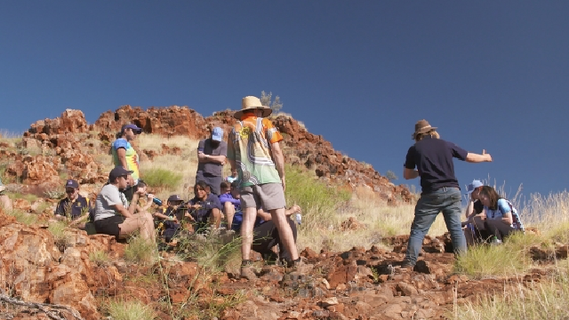 Students get hands-on fossil hunting experience in Pilbara